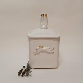 Dėžutė dekoruota auksu