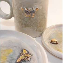 Puodelis dekoruotas auksu
