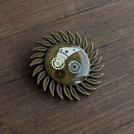Steampunk stiliaus segė su laikrodžių detalėmis