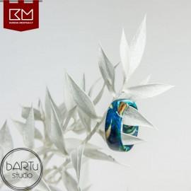 Mėlynas žiedas su migdolo medžiu