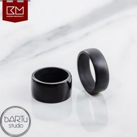 Juodas kaip naktis žiedas