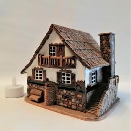 Rankų darbo,keramikinis namelis žvakidė